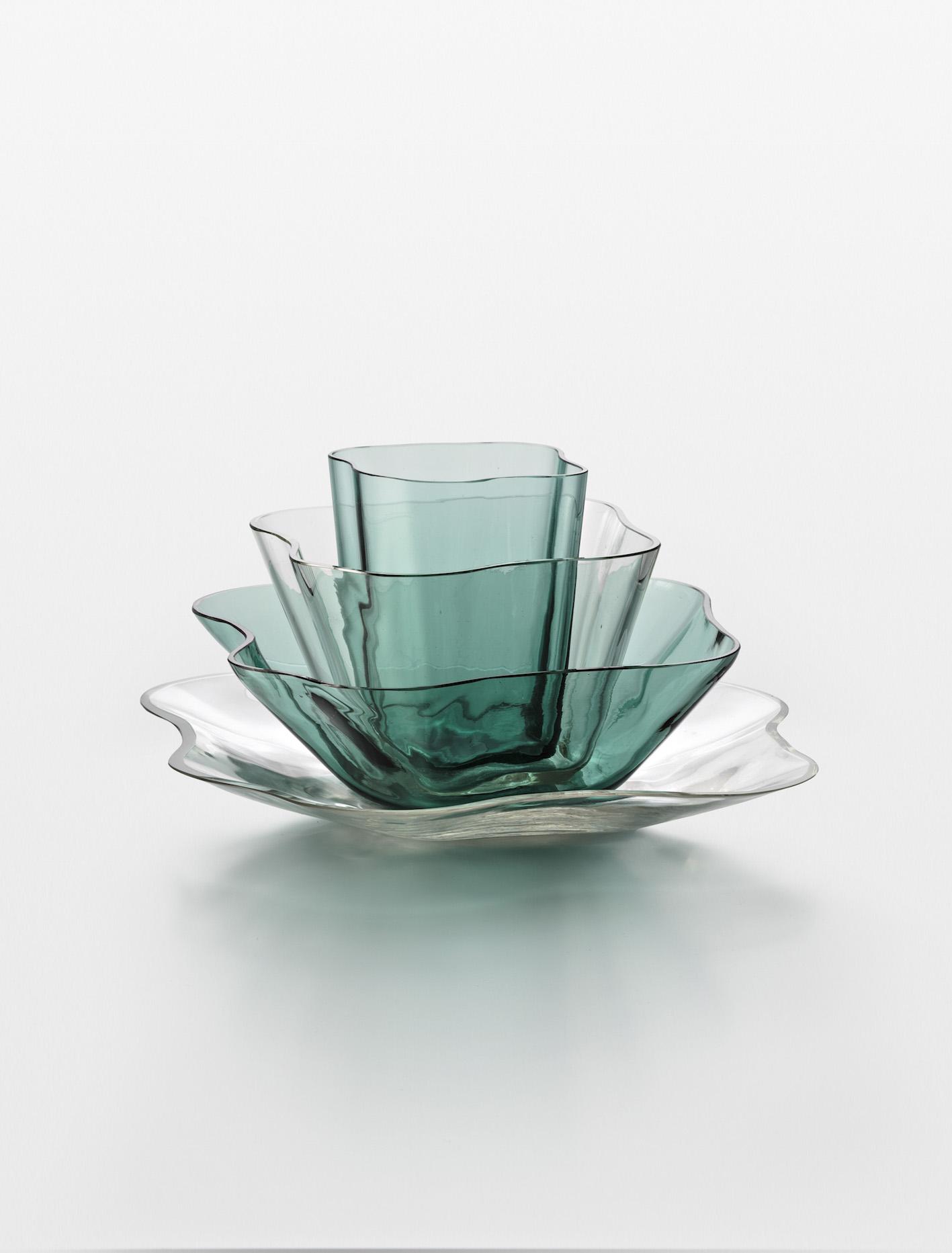 Alvar Aalto, Aalto-kukka (Aalto Flower), Plate, bowls and vase, 1939 .