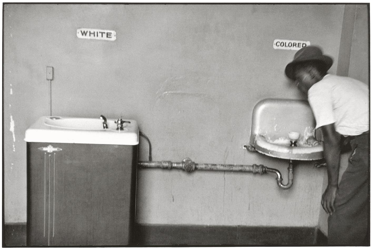North Carolina, Stati Uniti, 1950. Foto di Elliot Erwitt.