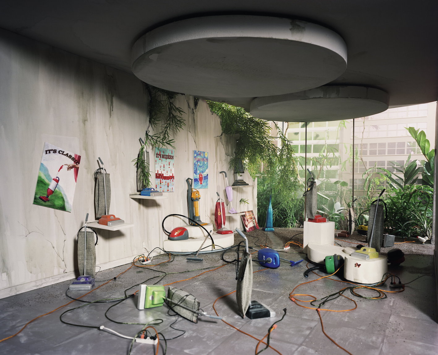 © Lori Nix, Vacuum Showroom, 2006.