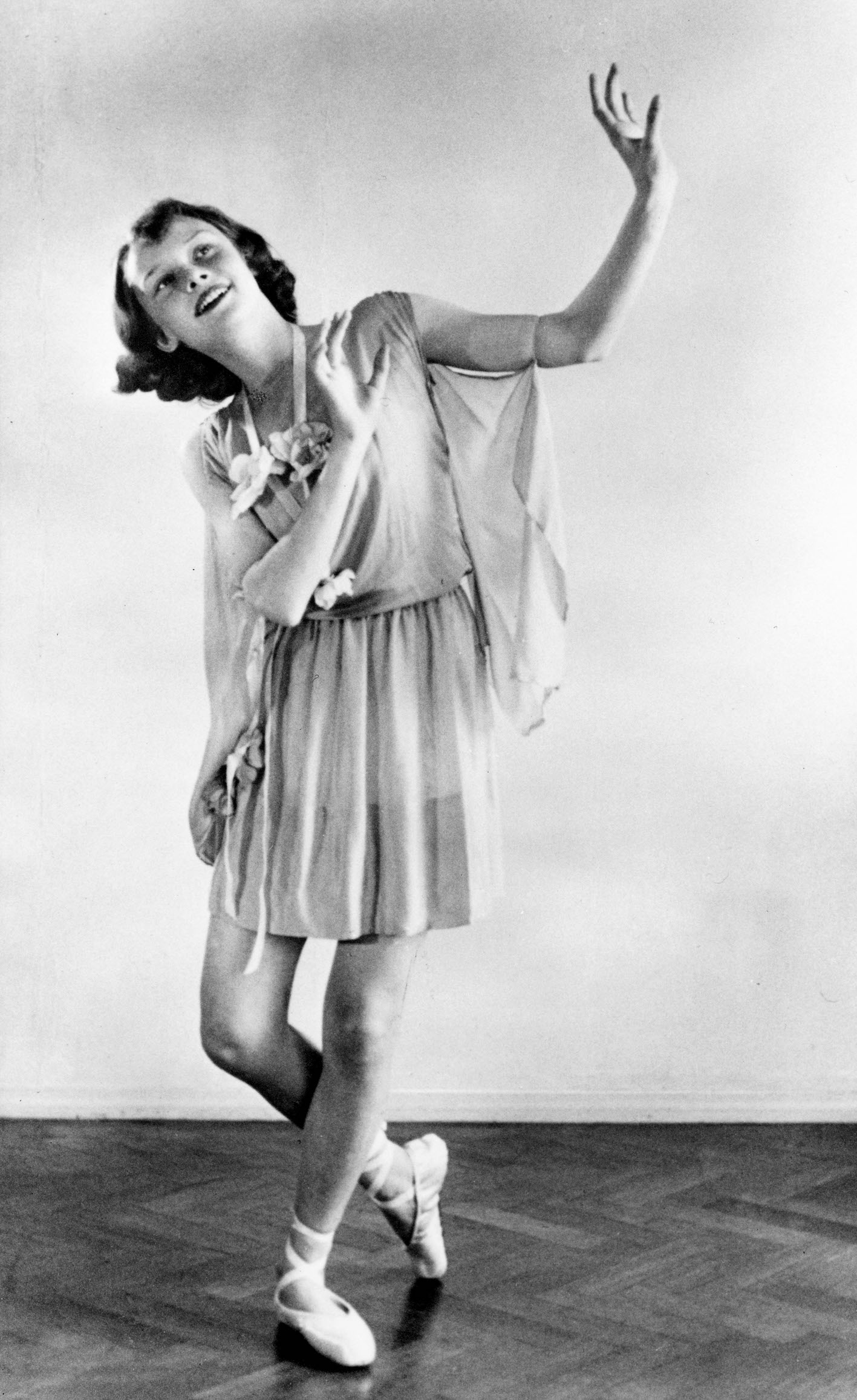 1942 during war, dance shot
