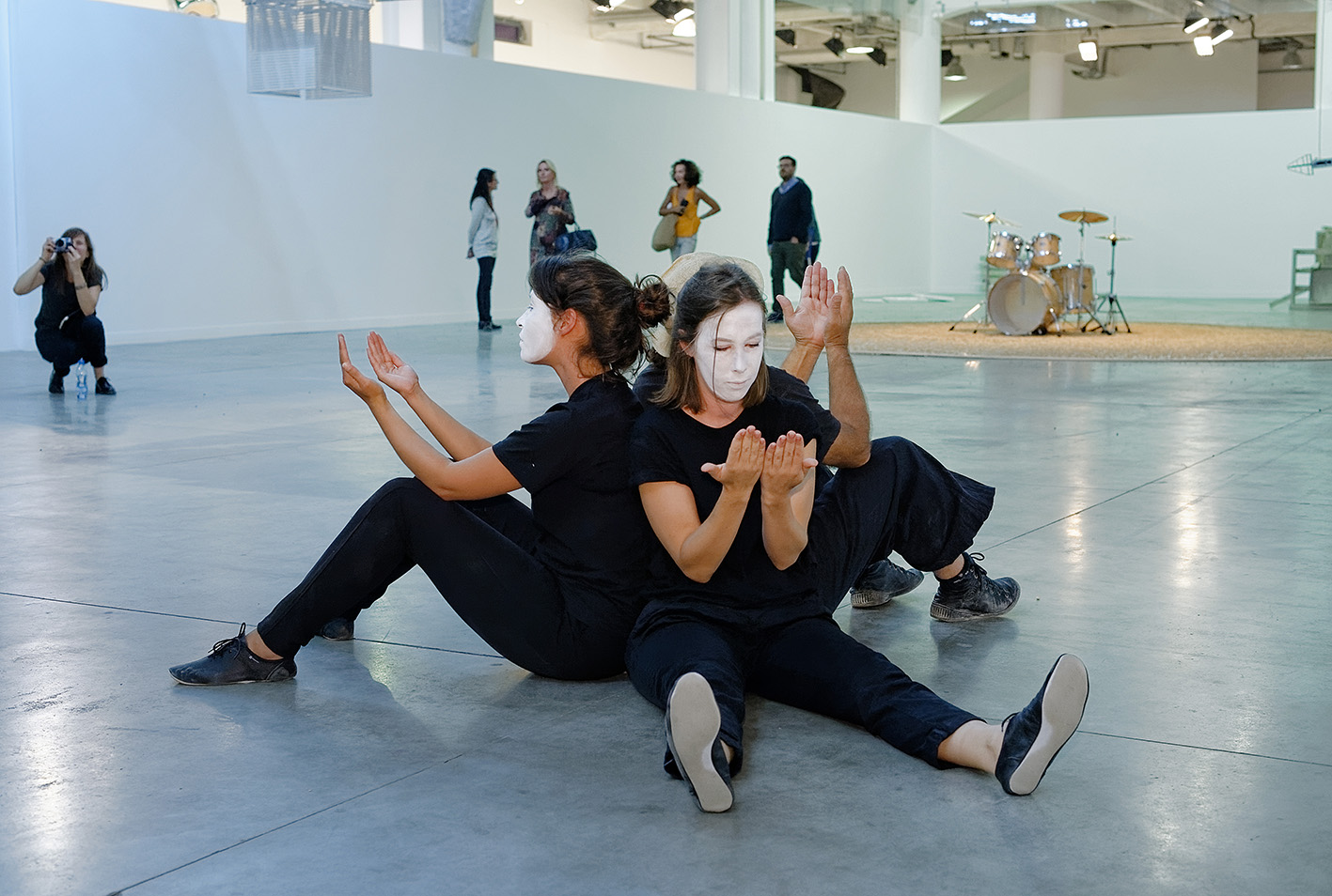 Anthéa Hamilton, Kar-a-sutra, 2015. Photo: © Blaise Adilon.