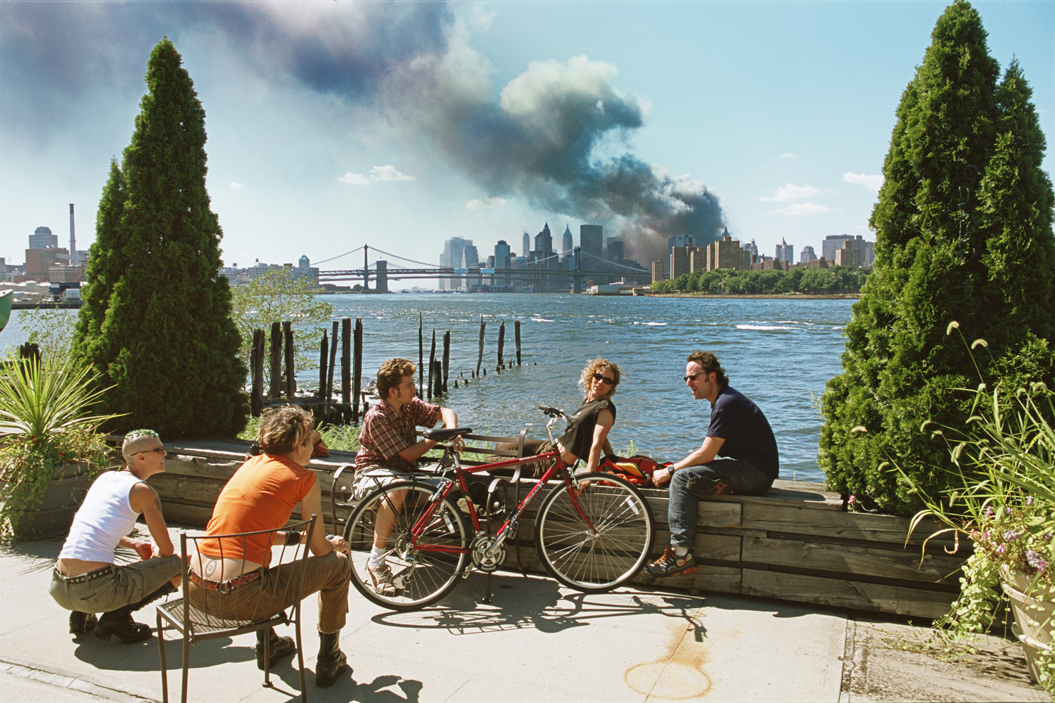 View of Manhattan from Williamsburg Brooklyn 11 September 2001. © Thomas Hoepker. Courtesy: Johanna Breede, PHOTOKUNST.