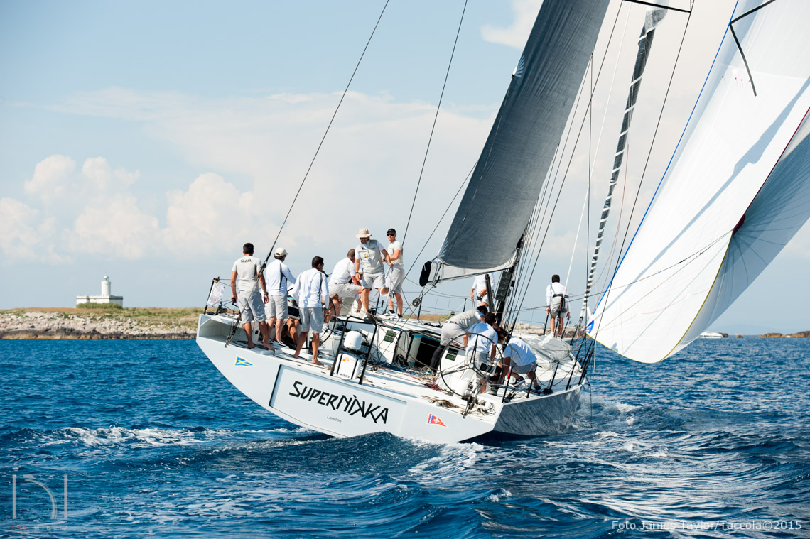 V62 SuperNikka, Vismara Marine, Mills Design.