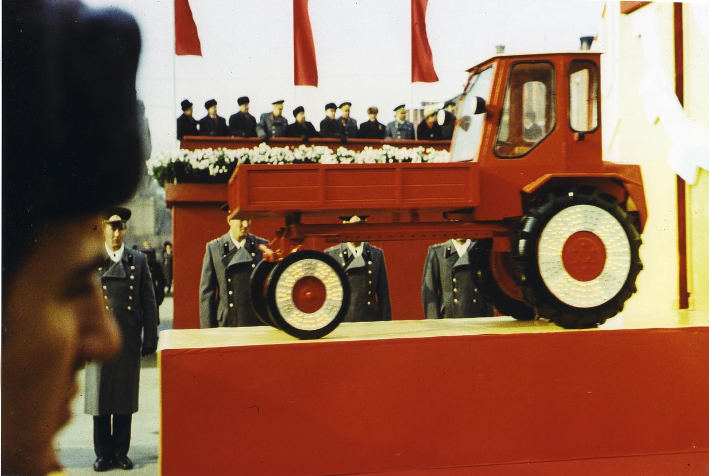 © Boris Mikhailov, Senza titolo, dalla serie Red, 1968–75.