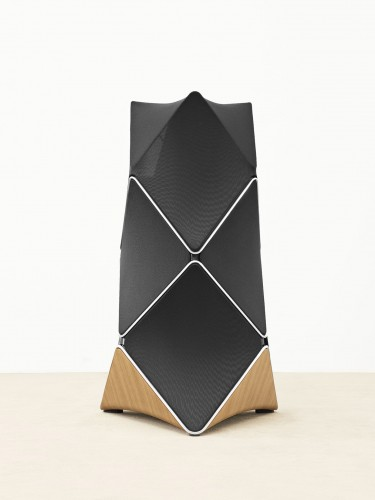 BeoLab 90, design di Frackenpohl Poulheim per Bang & Olufsen.