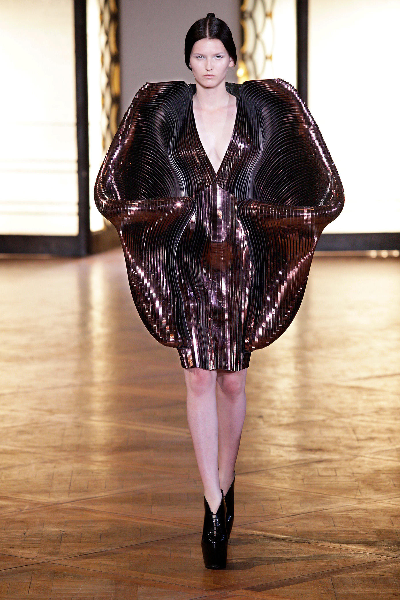 Iris van Herpen, Hybrid Holism, July 2012. Photo: © Michel Zoeter.