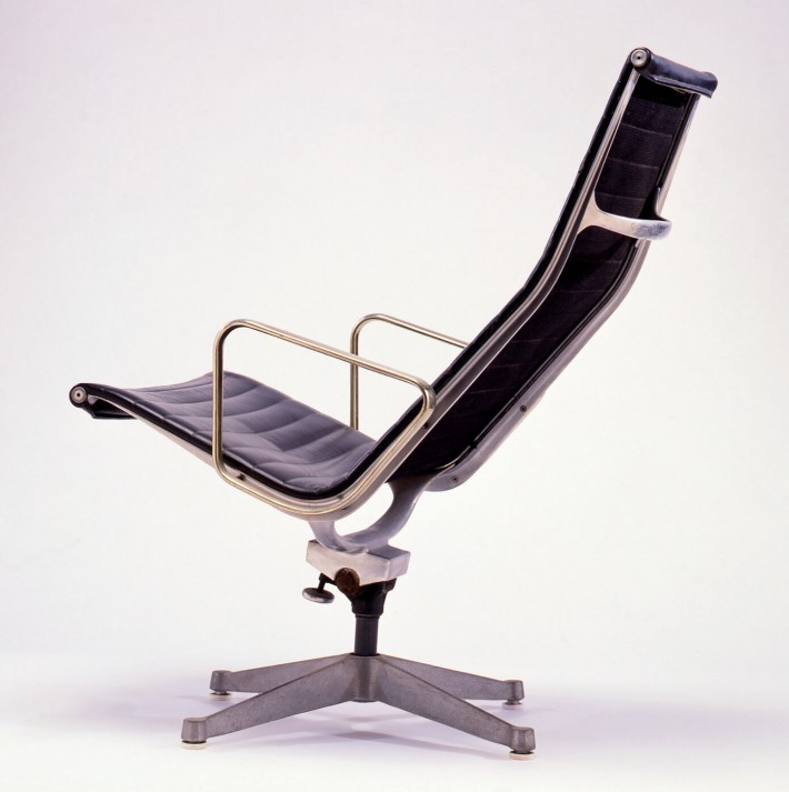 Aluminum Group Chair con base universale, 1958. / Aluminum Group Chair with universal base, 1958.