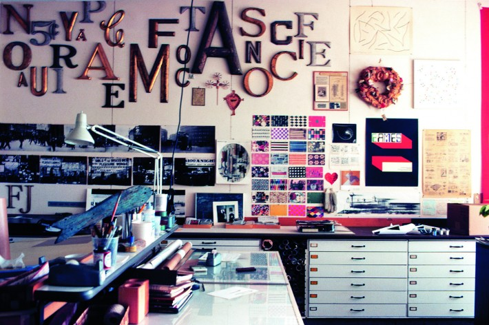 Eames Office a Venice, California (L.A.) - La stanza della grafica. / The Eames Office in Venice, California (L.A.)—The graphics department.