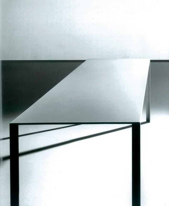 Tavolo Less, design di Jean Nouvel .
