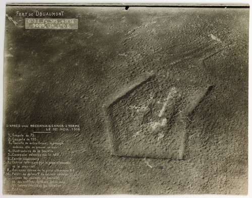 Fort de Douaumont, nei pressi di Verdun, 20 maggio 1916, 16 h, altitudine 1200 m, fotografia aerea © Paris – Musée de l'Armée, Dist. RMN-Grand Palais, photo Marie Bour
