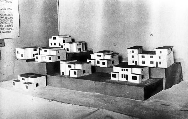 Walter Gropius, modello di Bauhaussiedlung, Weimar Am Horn, 1922. Veduta del alla mostra del 1923.