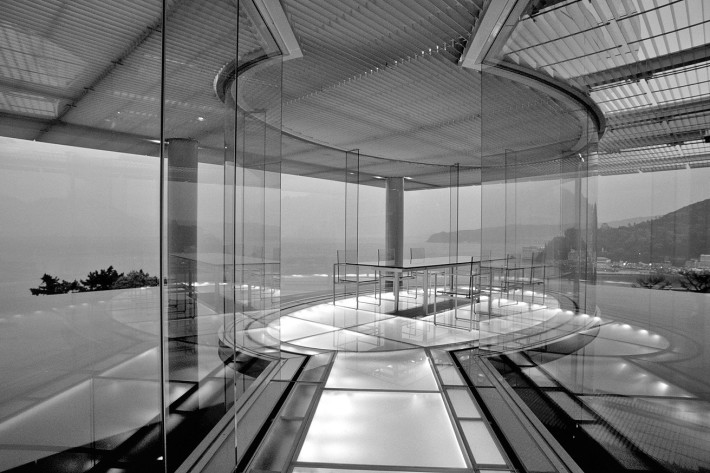 Kengo Kuma, Water/Glass House, Shizuoka, 1992-1995 (© Mitsumasa Fujitsuka).