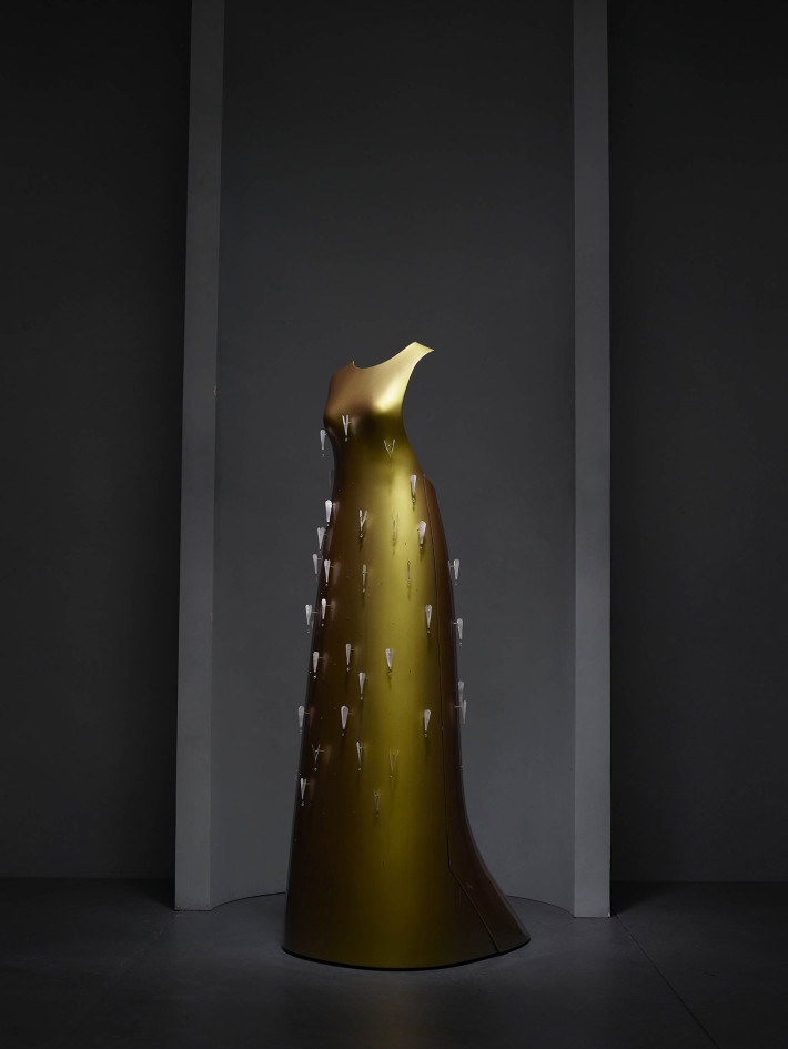 """Kaikoku"" Floating Dress, Hussein Chalayan, autumn/winter 2011–12. Courtesy: Swarovski and The Metropolitan Museum of Art."