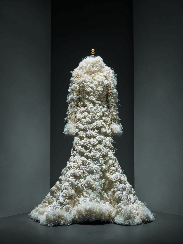 Wedding Ensemble, Karl Lagerfeld for House of Chanel, autumn/winter 2005–6. Courtesy: CHANEL Patrimoine Collection and The Metropolitan Museum of Art.