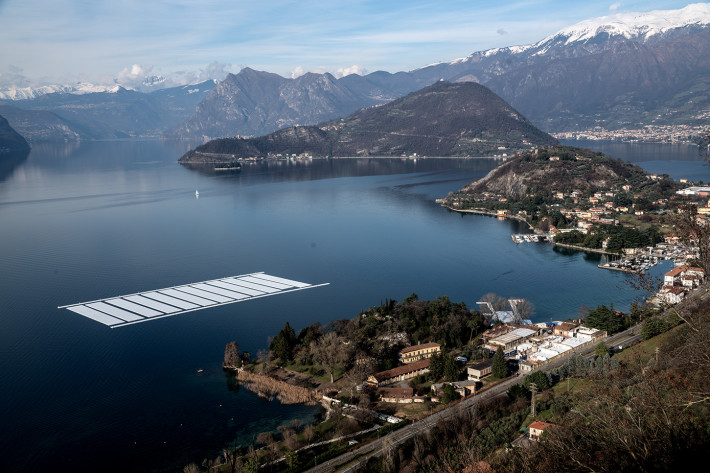 Aerial view of the project's building yard on the Montecolino peninsula (right) and the temporary storage on lake Iseo (left), April 2016. Photo: Wolfgang Volz.