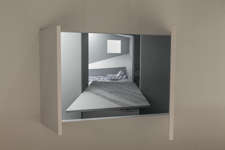 """""""In prospettiva"""", di Elisabetta Terragni, è un parallelepipedo piuttosto chiuso dove gli spazi si nascondono e si deformano leggermente secondo due prospettive. È una riflessione sulla possibilità di percepire lo spazio secondo parametri differenti."""