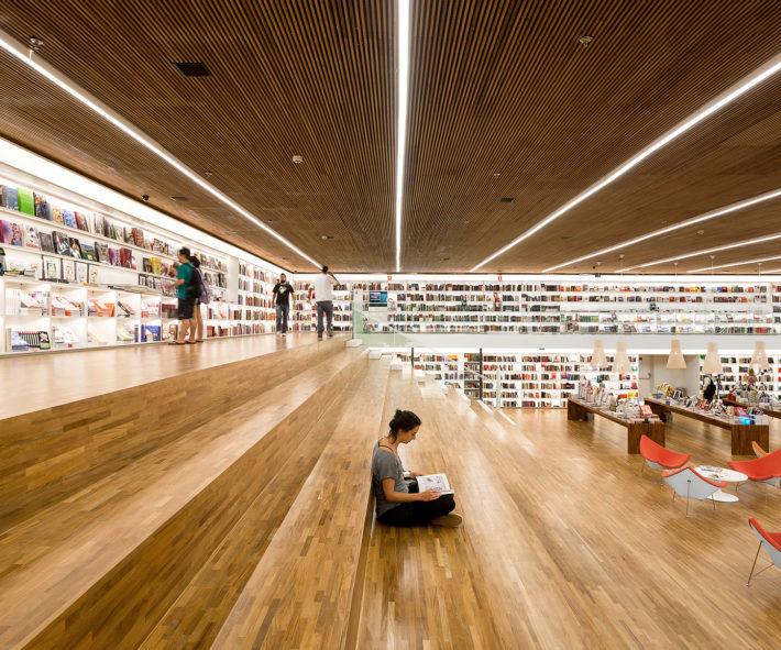 Libreria Cultura, San Paolo, Brasile, 2012. Progetto architettonico: studio mk27 - Marcio Kogan, Diana Radomysler, Luciana Antunes, Marcio Tanaka e Mariana Ruzante. Foto: Fernando Guerra.