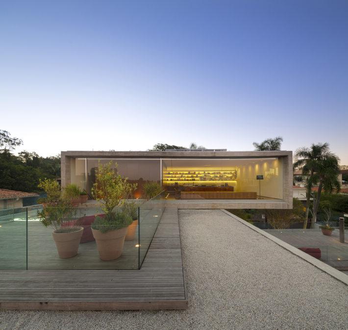 Casa P, San Paolo, Brasile, 2012. Progetto architettonico: studio mk27 - Marcio Kogan e Lair Reis. Progetto interni: studio mk27 - Diana Radomysler. Foto: Fernando Guerra.