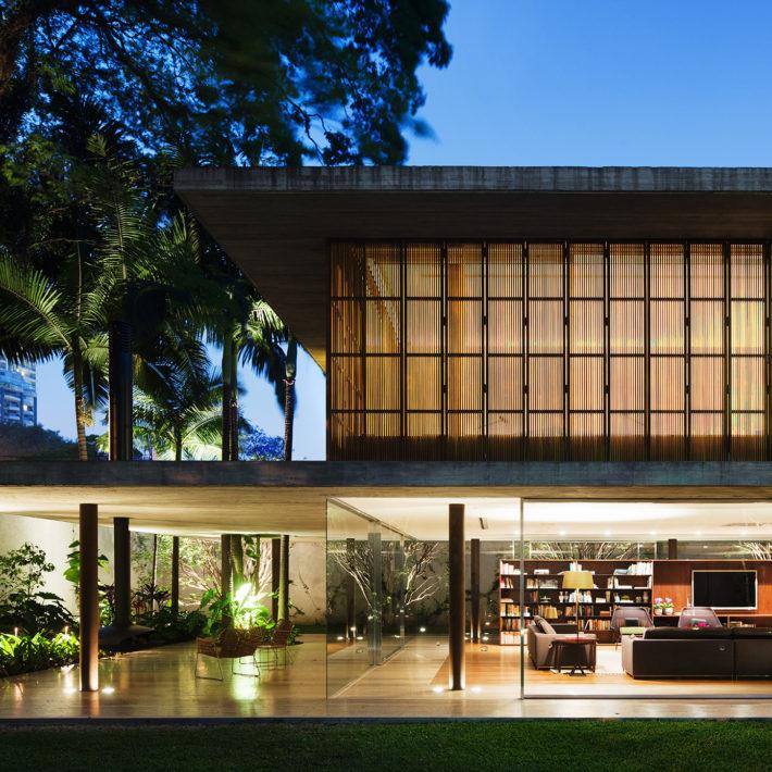 Casa Toblerone, San Paolo, Brasile, 2011. Progetto architettonico e interni: studio mk27 - Marcio Kogan e Diana Radomysler. Foto: Nelson Kon.