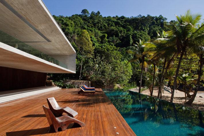 Casa Paraty, Paraty, Brasile 2009. Progetto architettonico: studio mk27 - Marcio Kogan e Suzana Glogowski. Progetto interni: studio mk27 - Diana Radomysler. Foto: Nelson Kon.
