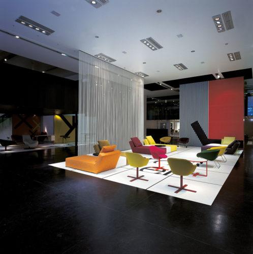 B&B Italia Store di Milano: allestimento per il Salone del Mobile di Milano, 2004 (progetto allestimento CR&S B&B Italia con Collage Studio).