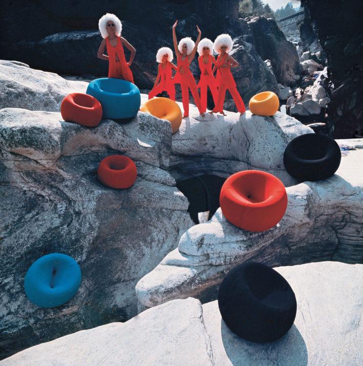 Klaus Zaugg, fotografia di una famosa campagna pubblicitaria per il lancio della Serie UP di Gaetano Pesce, C&B Italia, 1969.