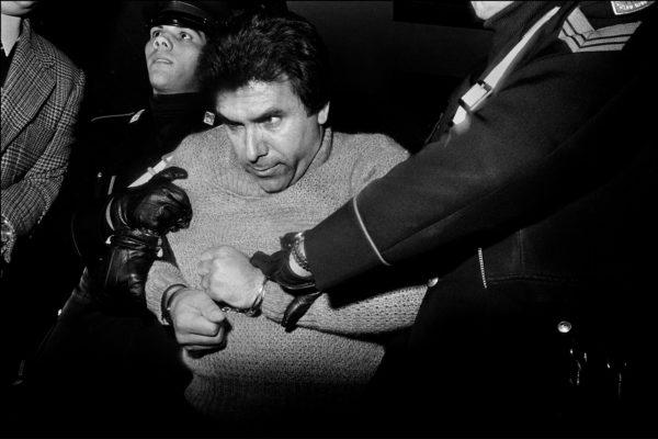 Letizia Battaglia, L'arresto del feroce boss mafioso Leoluca Bagarella. Palermo, 1980. Courtesy: Letizia Battaglia.
