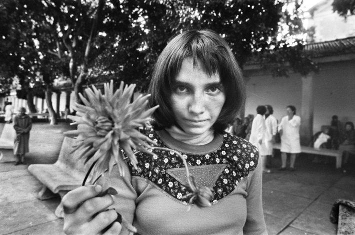 Letizia Battaglia, Via Pindemonte, Ospedale Psichiatrico. Palermo, 1983. Courtesy: Letizia Battaglia.