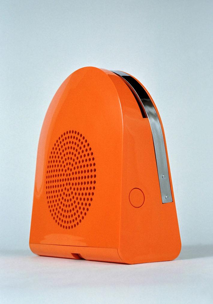 GA 45 POP, design di Mario Bellini, per Minerva/Grundig, 1968. Giradischi automatico portatile. Foto: Alberto Fioravanti.