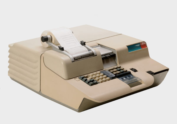 Programma 101, design di Mario Bellini, Olivetti, 1965. Primo personal computer da tavolo.