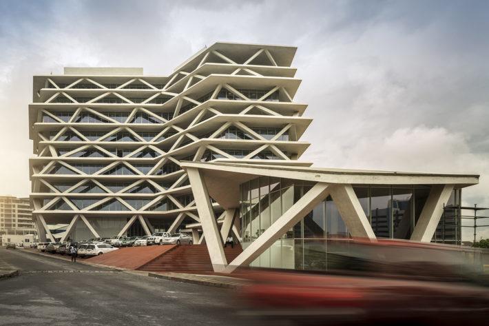 One Airport Square, Accra, Ghana, 2010-2015. Progetto: Mario Cucinella Architects + Deweger Gruter Brown & Partners. Foto: Fernando Guerra.