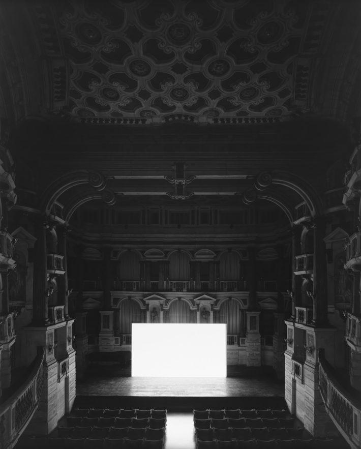 Hiroshi Sugimoto, Teatro Scientifico del Bibiena, Mantova, 2015. I Vitelloni (Screen_side).