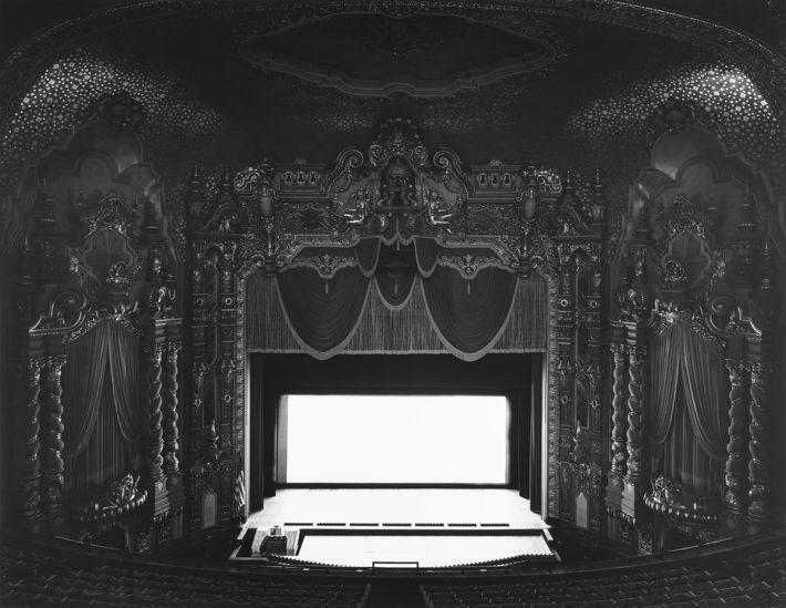 Hiroshi Sugimoto, Ohio Theatre, Ohio, 1980. Dalla serie Movie Theatres. Courtesy: Hiroshi Sugimoto.