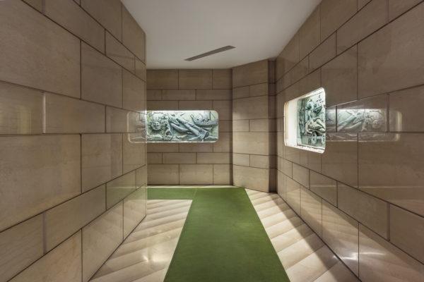 Via Santa Marta 19, Gaetano Brusa, 1950-55. Bassorilievi in ceramica di Pietro Melandri, pavimento in calcare di Trani Serpeggiante.