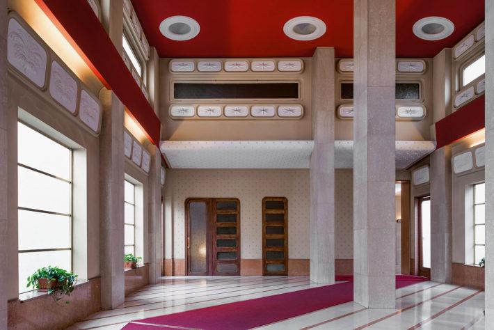 Viale Vittorio Veneto 22, Achille Luigi Ferraresi, 1952-57. Botticino and Rosso Verona marble flooring. Photo: Paola Pansini.