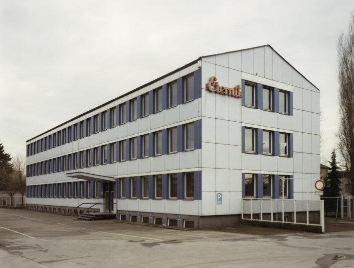 Haus Nr.11 III (House Nr.11 III), 1990. © Thomas Ruff.