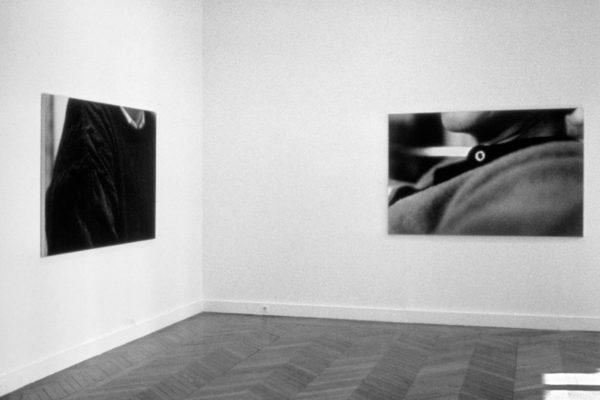 Una  vedutadella mostraMarina Ballo Charmet, Centre National de la Photographie, Parigi, 1999.
