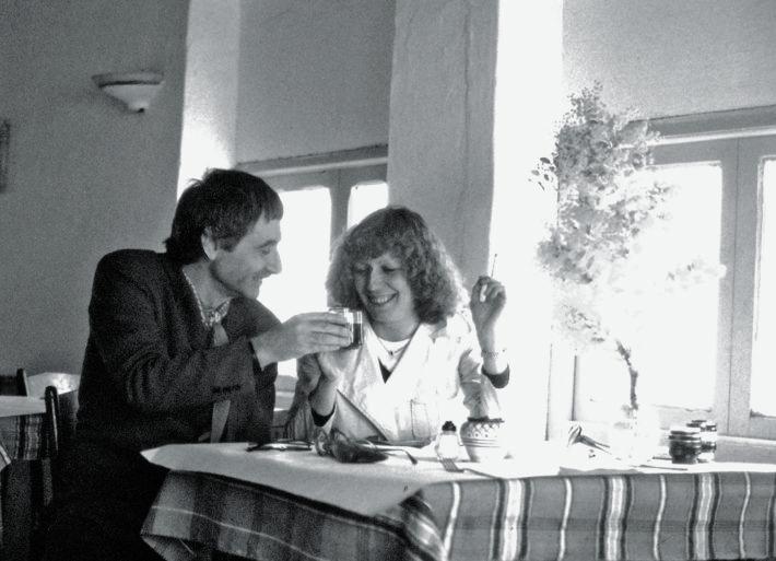 Ettore Sottsass e Barbara Radice, Hammamet, 1977. Autoscatto.