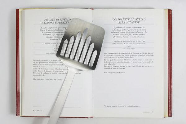 Paletta per cotoletta Radetzky, collezione Souvenir d'Italia, Il Coccio, 2017.