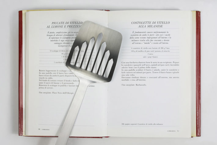 Spatula for Radetzky cutlet, Souvenir d'Italia collection, Il Coccio, 2017.