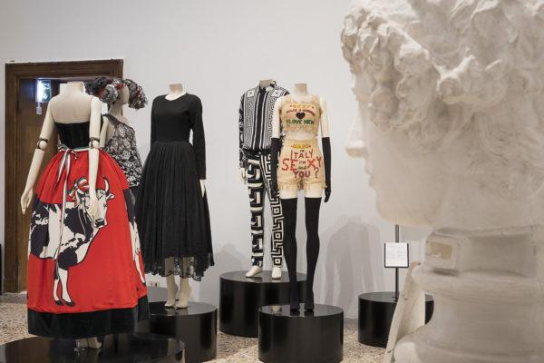 Italiana. L'Italia vista dalla moda 1971-2001, Palazzo Reale, Milano, 2018.