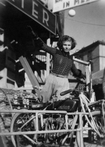 Carlo Mollino, Troupe of acrobats in Piazza Vittorio Veneto, Turin, c. 1934. Fondo Carlo Mollino, Archives section, Biblioteca Roberto Gabetti, Turin Polytechnic.