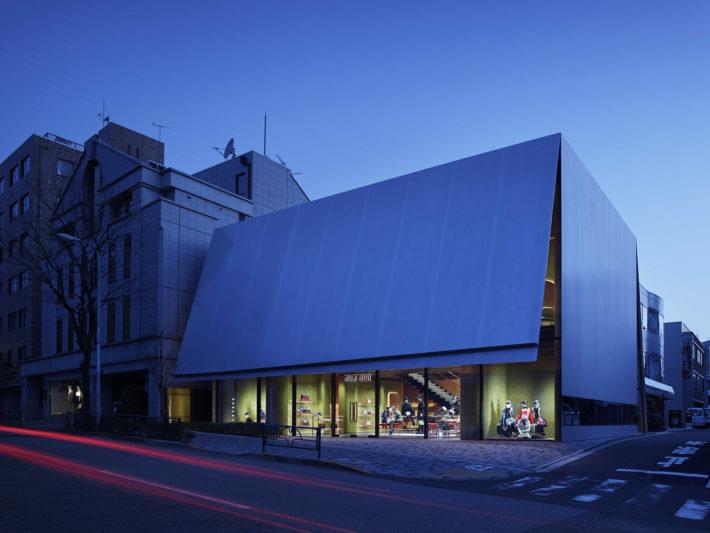 Miu Miu Aoyama, Prada, Tokyo,Herzog & de Meuron, project 2012-14, construction 2014-15. Photo:© Nacasa & Partners.