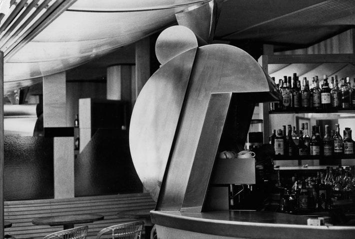 Bar Sem, Milano, 1975-77. Dettaglio del volume in lamiera per la macchina del caffè. Foto: Umberto Riva.