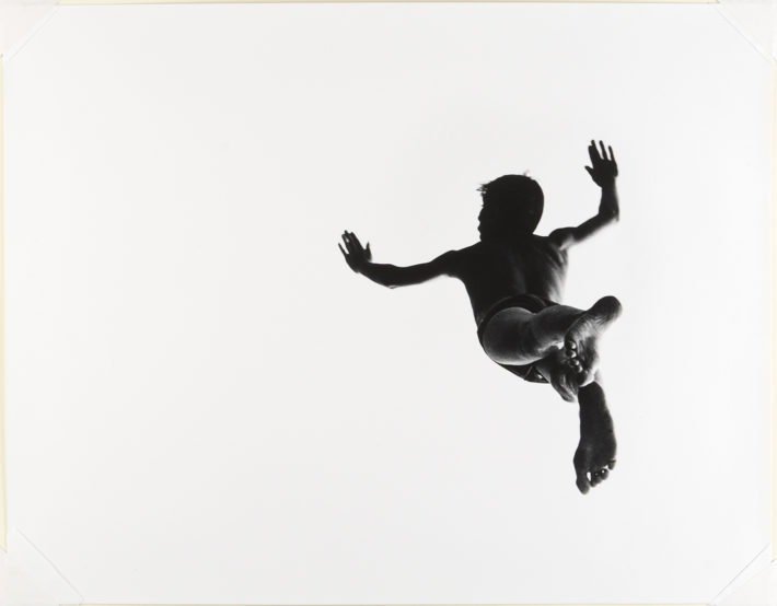 Pleasures and Terrors of Levitation #37, 1953. Photo: Aaron Siskind. © Aaron Siskind Foundation.