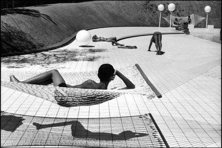 Swimming pool designed by Alain Capeilleres at Le Brusc, France. Photo: Martine Franck, 1976. © Martine Franck/Magnum Photos.