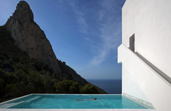 House on the Cliff, Alicante, Spagna, progetto diFran Silvestre Arquitectos, 2012. Foto: Diego Opazo.© Fran Silvestre Arquitectos.