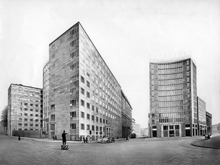Montecatini office buildings, between Via della Moscova (first building, on the left, 1935-38) and Largo Donegani (second building, on the right, 1947-52), designed by Gio Ponti, Antonio Fornaroli and Eugenio Soncini. © Gio Ponti Archives, Milan.