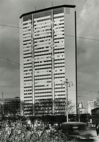 Grattacielo Pirelli, Milano, 1960, progetto di Gio Ponti, Antonio Fornaroli e Alberto Rosselli, con la collaborazione di Giuseppe Valtolina ed Egidio Dell'Orto, consulenza strutturale di Arturo Danusso e Pier Luigi Nervi. © Paolo Monti, 1965.