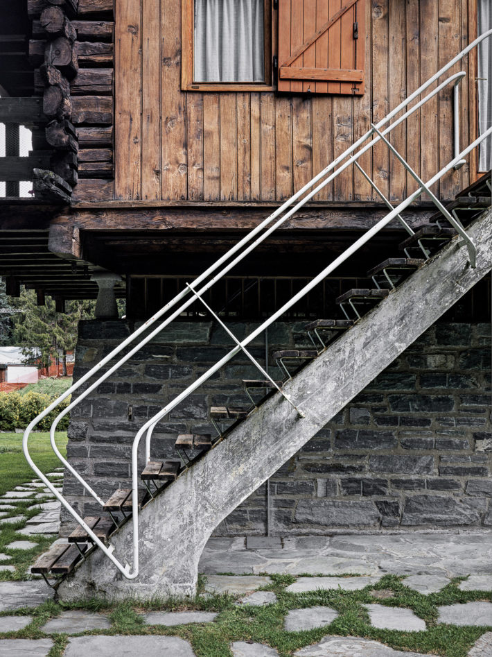 Details of the external staircase. Photo:© Marcello Mariana.